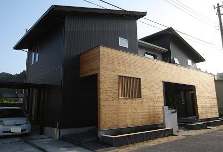 凛とした美しさが魅力のデザイン住宅